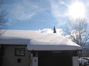 :Blauer Himmel, Sonnenschein und 50 cm Schnee