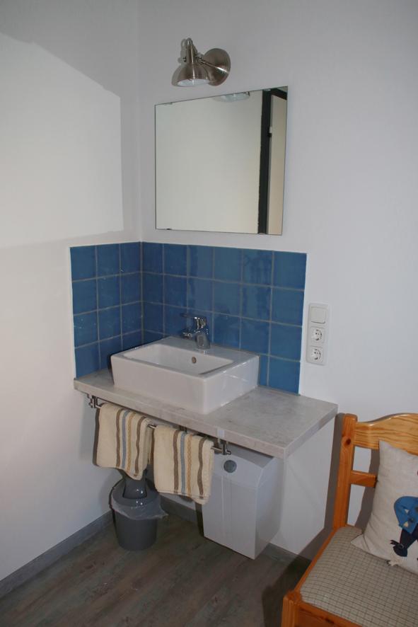 Buba und Madl Waschtisch:Blau dominiert im Zimmer Buba und Madl.