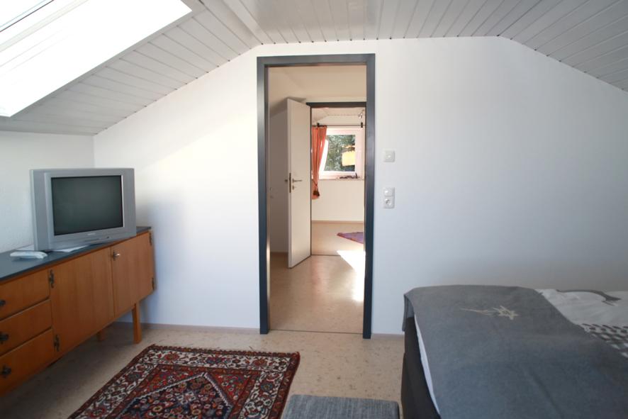 Unterm Dach Durchgang:hell und einladend ist's unterm Dach.