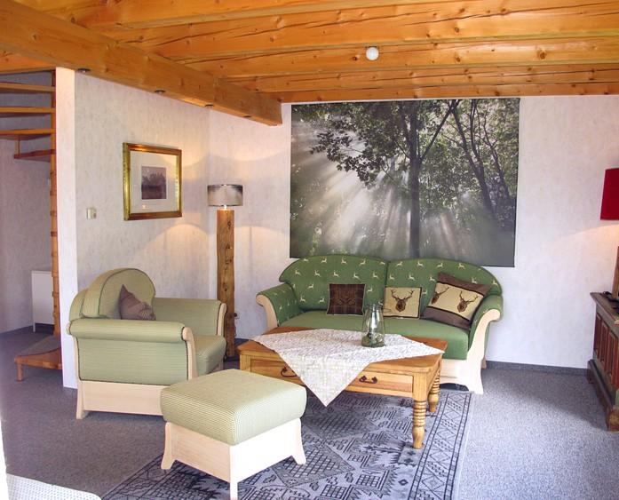Wohnzimmer mit Herz:Gemütliche Fernsehabende oder Lesestunden verbingt man im Wohnzimmer.