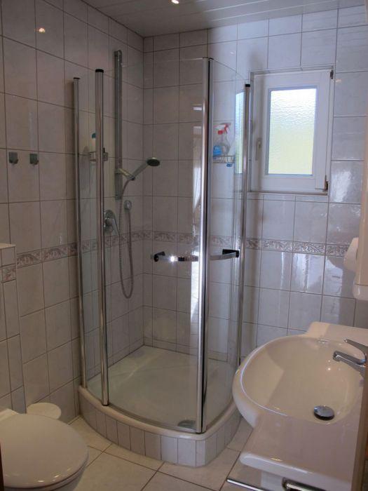 Bad mit Duschkabine: