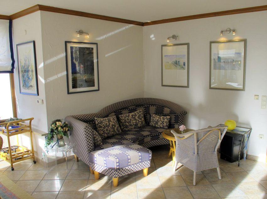 Wohnzimmer mit Sitzgruppe: