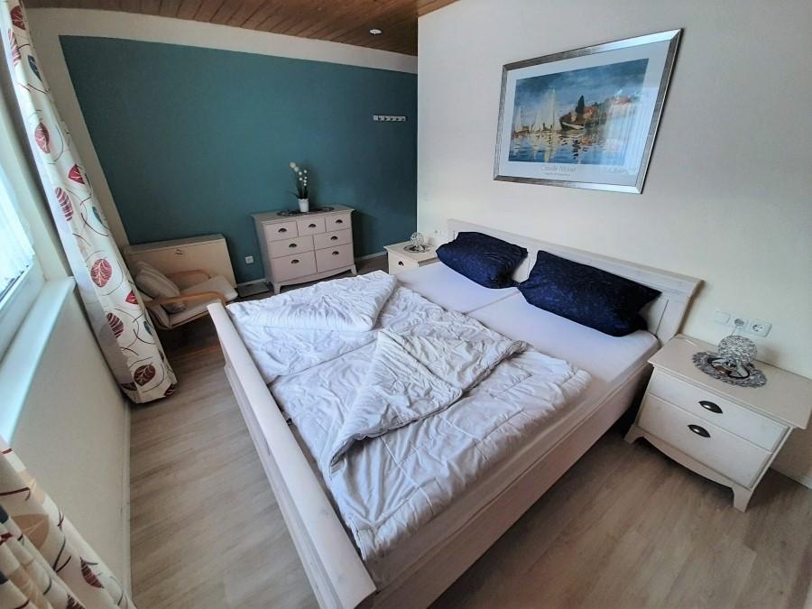 Schlafzimmer rechts: