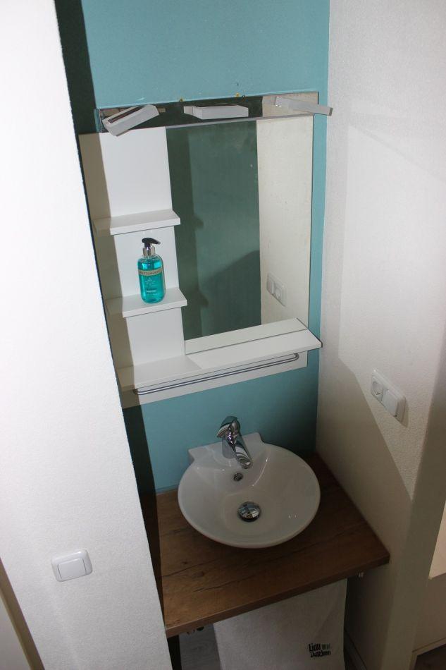 Schlafzimmer rechts:Waschtisch
