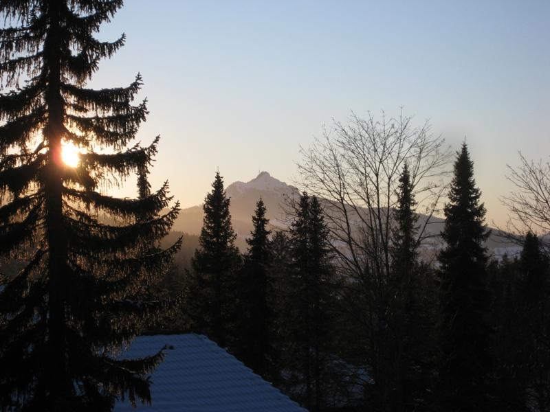 Blick von Terrasse:Richtung Wertach. im Hintergrund zu sehen die markante Shilouette des Wächter des Allgäus, dem Grünten.