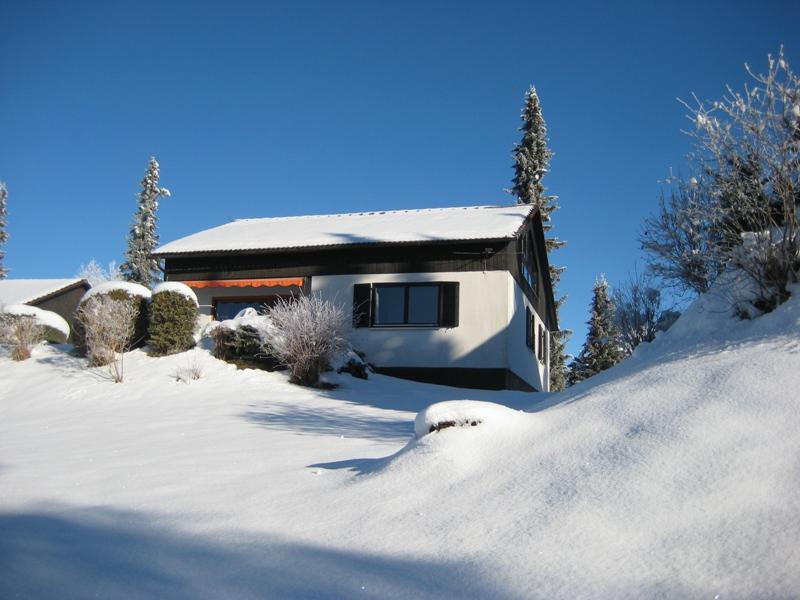 Winter:Blick ninauf auf die Südseite von Landhaus Margarete