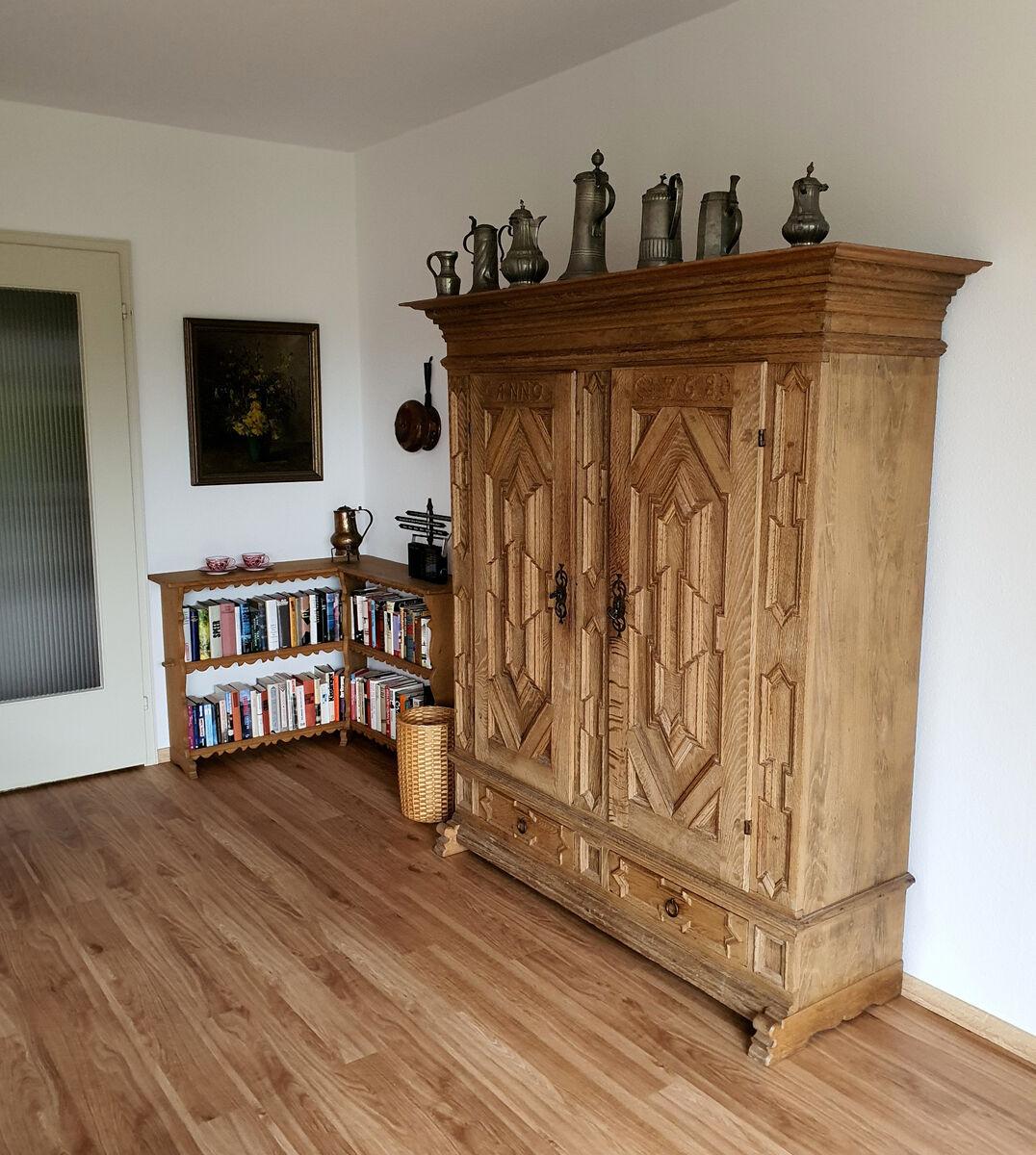 Wohnzimmerschrank:Der neue Boden ist da!