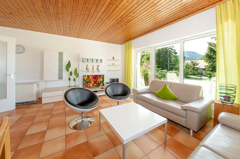 Wohnzimmer zur Terrasse: