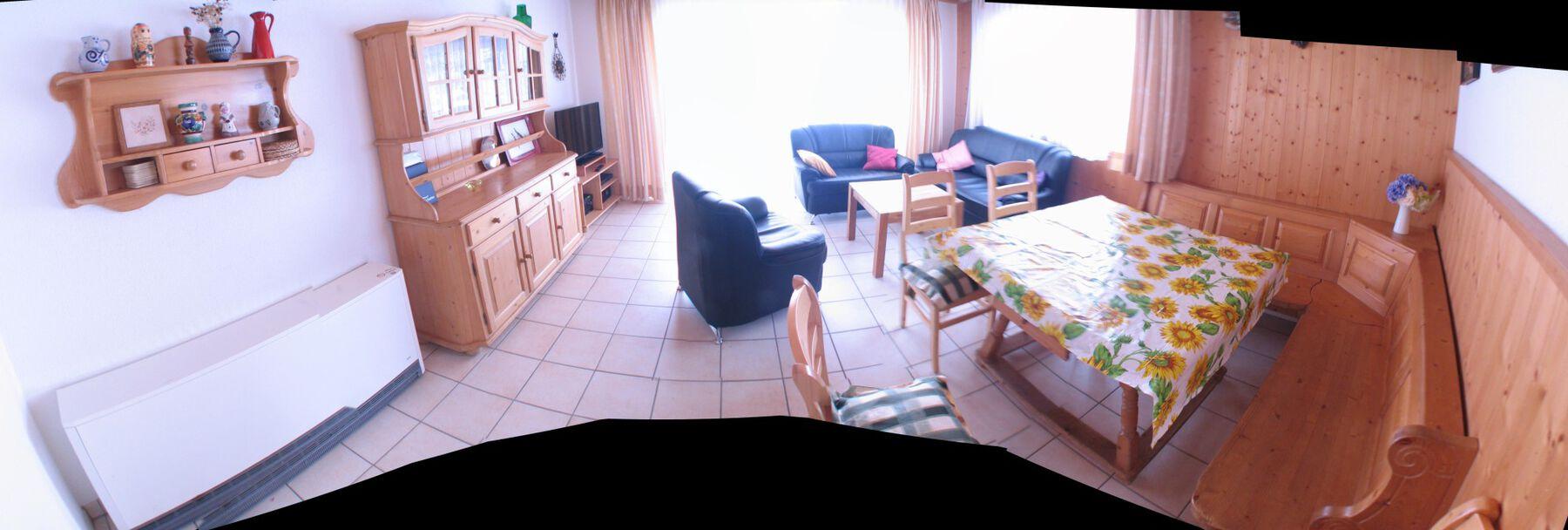 :Wohnzimmer Panorama von der Tür aus