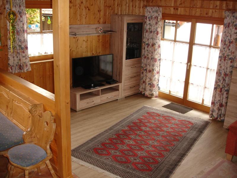 Essplatz - Wohnzimmer:Kabelfernsehen , Internet