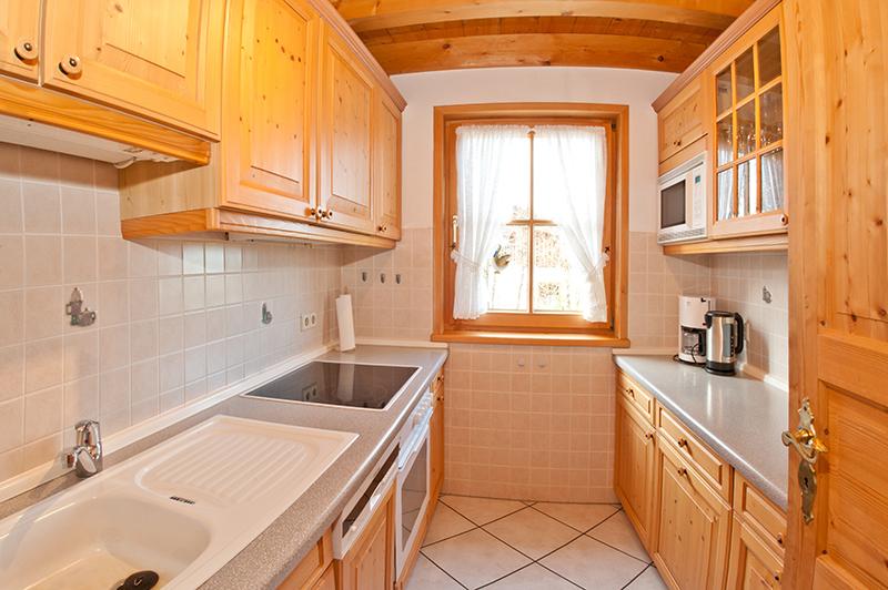 Küche:Die Küche ist mit Herd, Backofen, Spülmaschine und Mikrowelle modern ausgestattet.