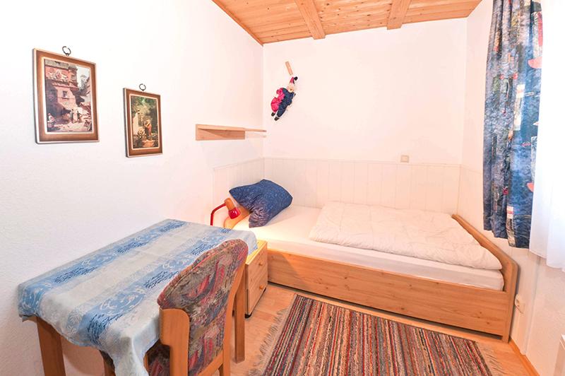 1. Schlafzimmer:Einzelzimmer am Eingang mit eigenem Bad