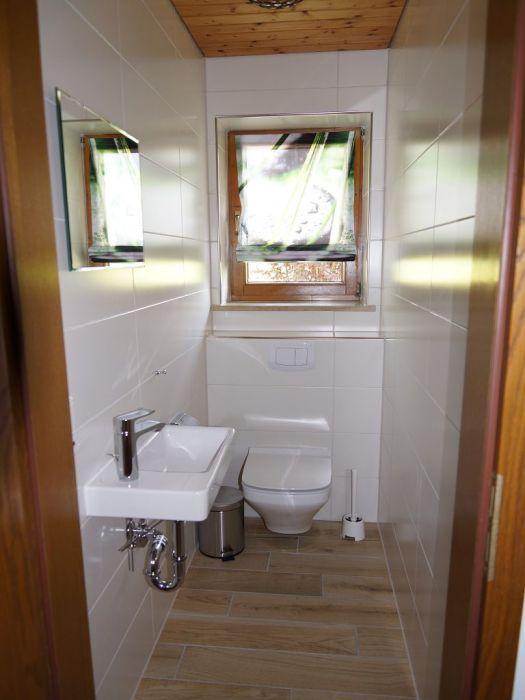 Toilette Erdgeschoss:Zusätzlich zum Badezimmer befindet sich im Erdgeschoss noch eine separate Toilette.