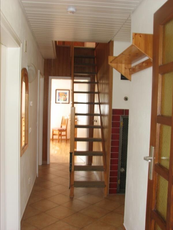 Eingangsbereich:mit Treppe ins OG