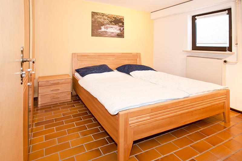 Schlafzimmer 2 UG: