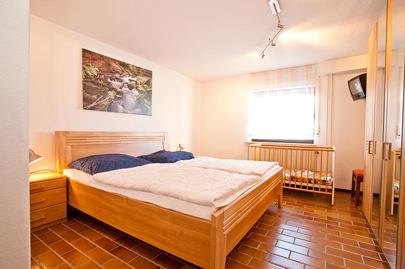 Schlafzimmer 1 UG: