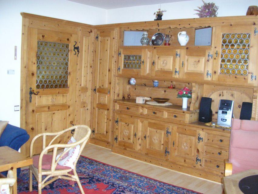 Wohnzimmer:Zierbelkiefer-Schrankwand