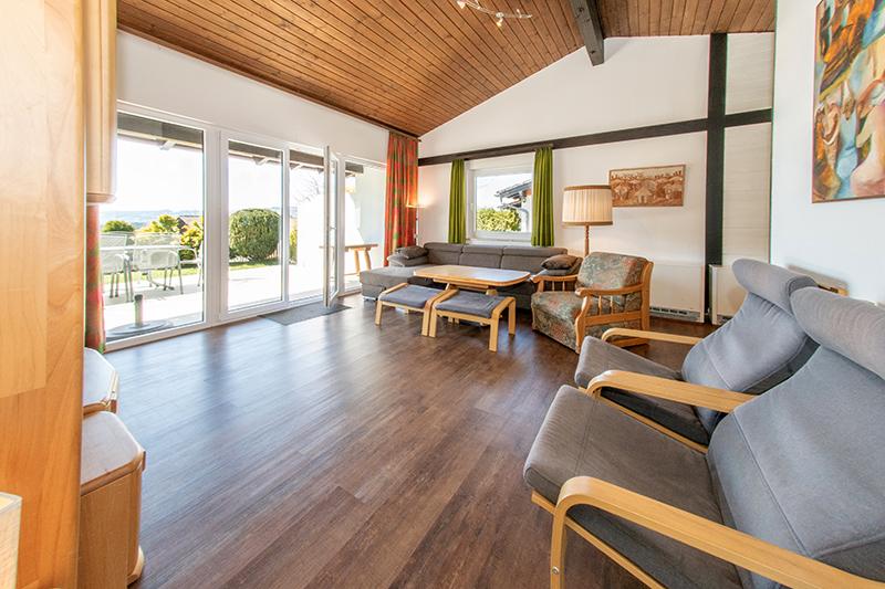 Wohnzimmer zur Terrasse:Großes Wohnzimmer mit ausziehbarem Sofa für gemütliche Abende