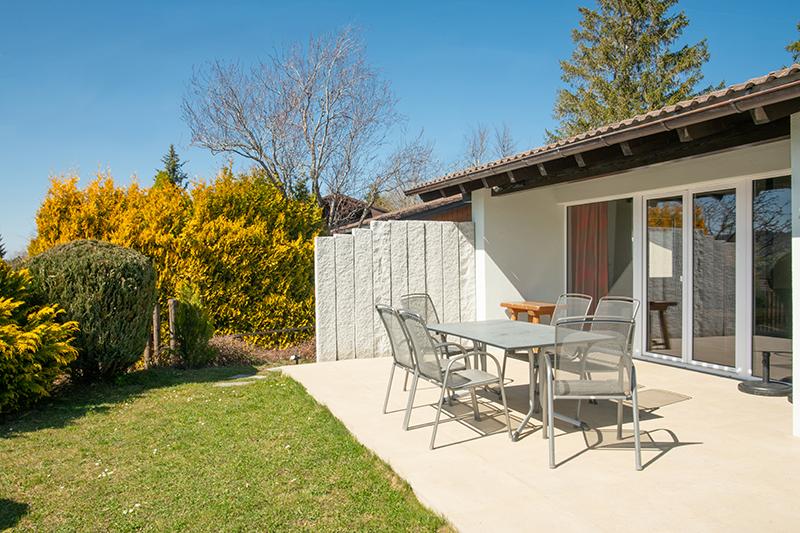 Terrasse und Garten:Schöne Terrasse zum entspannen und mit Sonnenuntergängen zum genießen