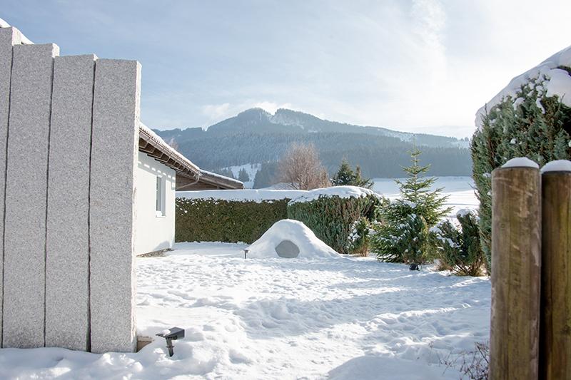 Garten vorne:Mit Blick Richtung Alpspitze und Edelsberg