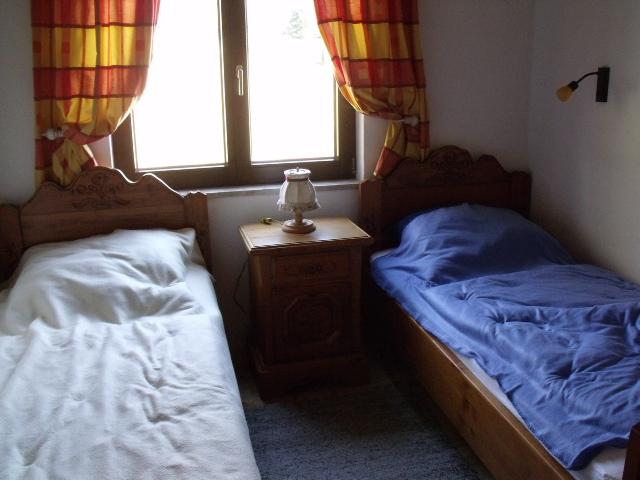 Kinderzimmer:2 Einzelbetten im Voglauer Stil