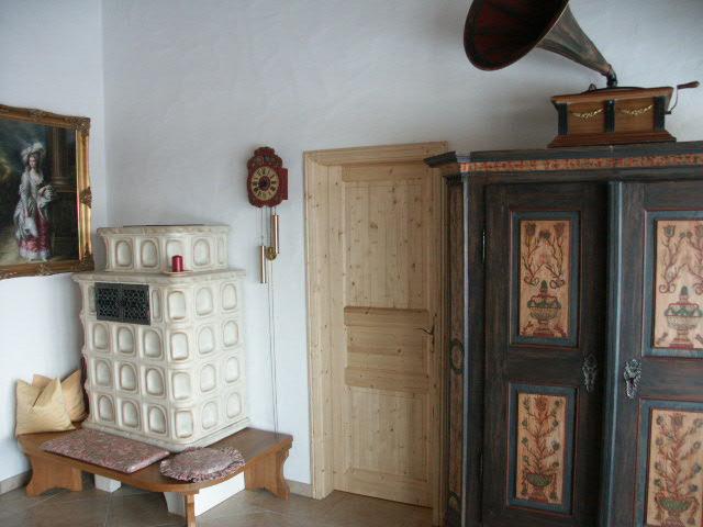 Wohnzimmer :Wohnzimmer mit Kachelofen