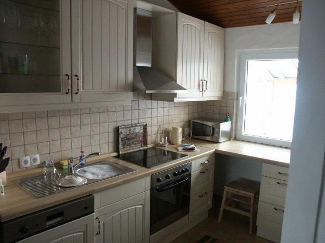 Küche:Küchenzeile mit eHerd, Kühl-/Gefrierkombination