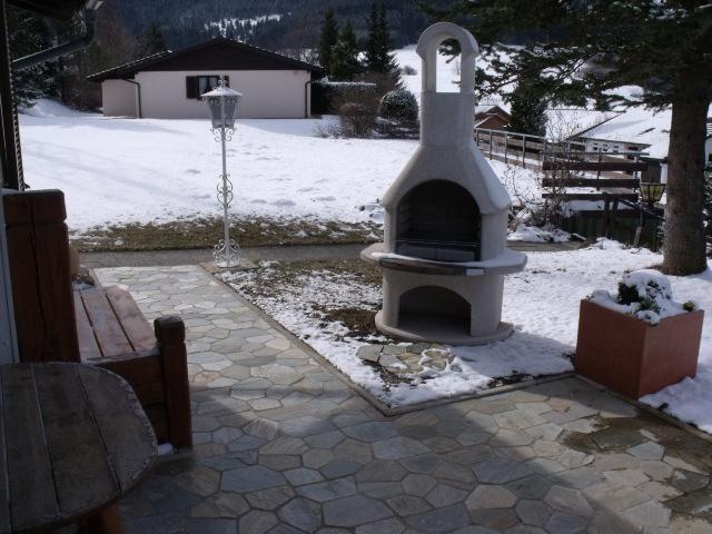 Grill:Auch im Winter bei Sonnenschein wird gegrillt !!!