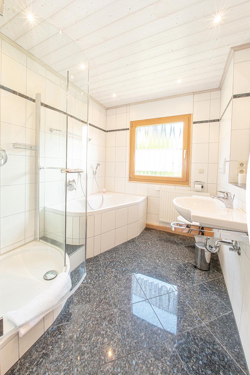 Badezimmer:Hell und modern