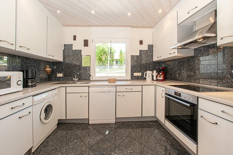 Große Küche:Modern, hell und voll ausgestattet