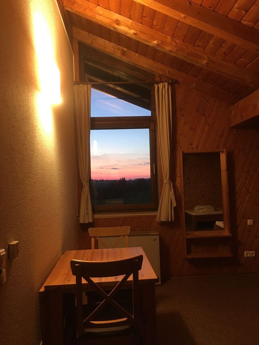 Schlafzimmer4 OG:mit weiterer Sitzgelegenheit, von der sie den herrlichen Blick über die Wiesen haben