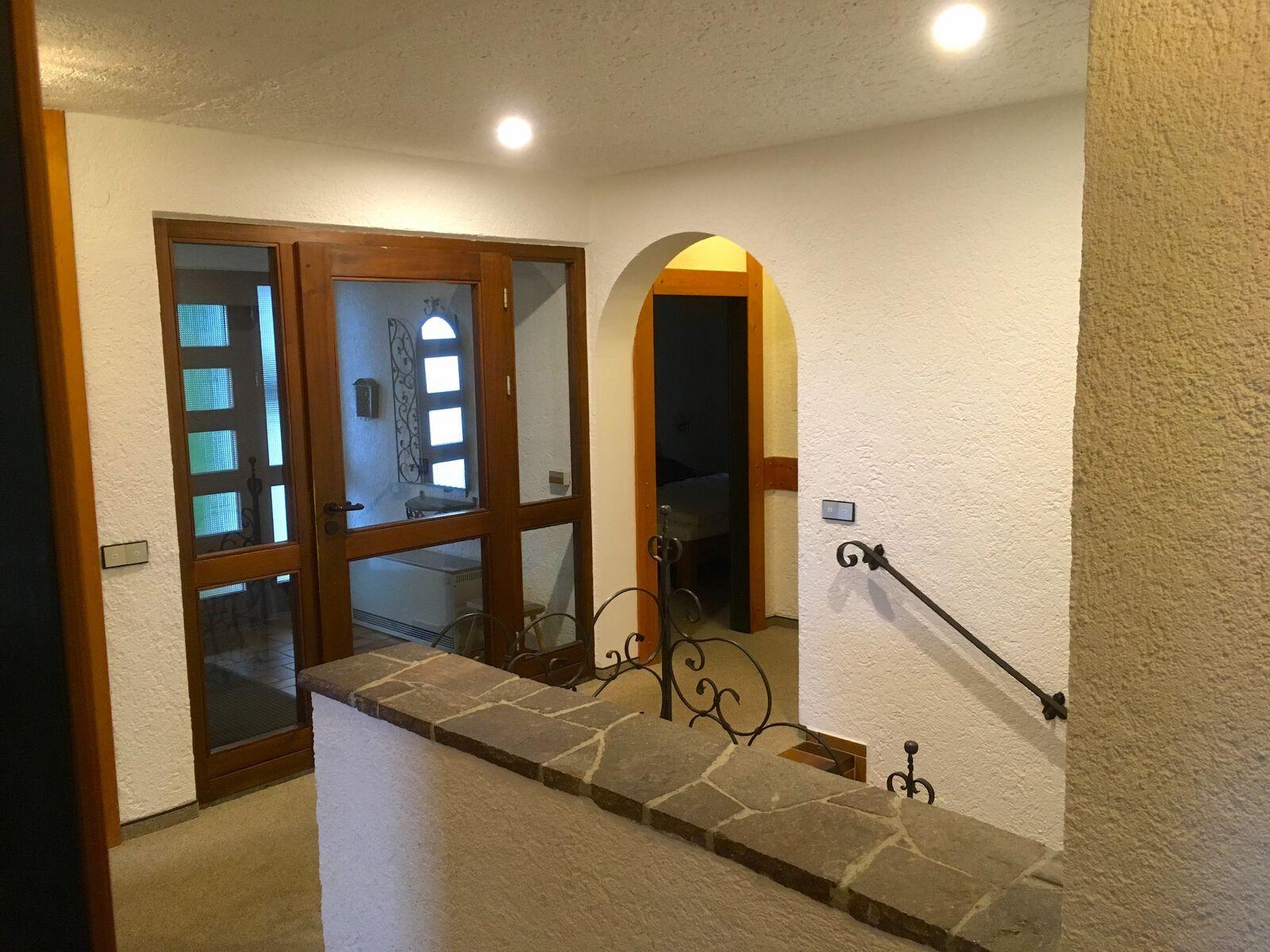 Treppenhaus EG:Hier befinden sie sich im Erdgeschoss. Von der Garage kann man hier direkt ins Haus gelangen.