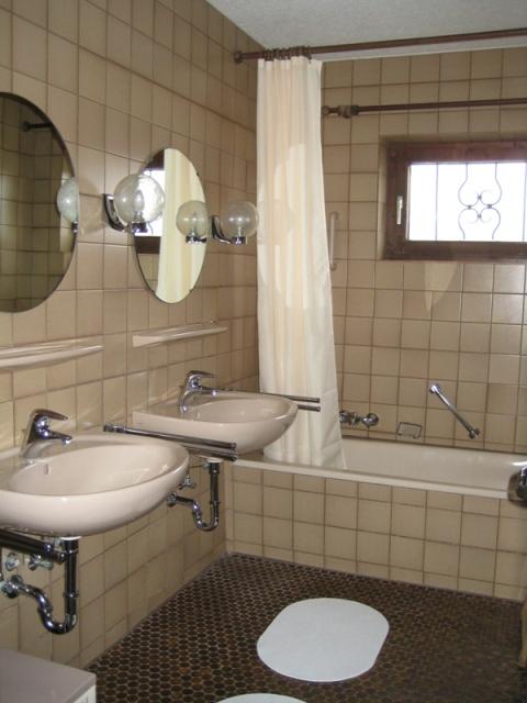 Badezimmer 1:Eines der beiden Badezimmer. Hier mit Badewanne zum entspannen.