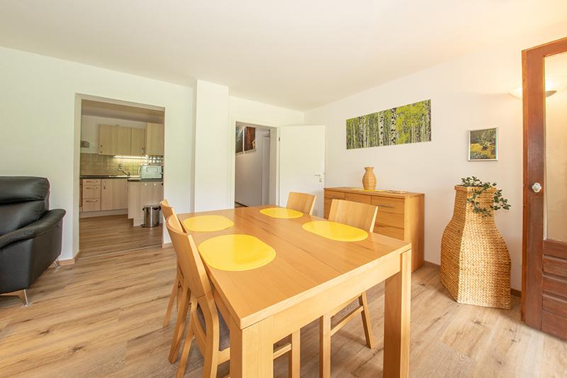 Wohn- und Eßzimmer:Wohn- u. Eßzimmer mit Durchgang zur Küche
