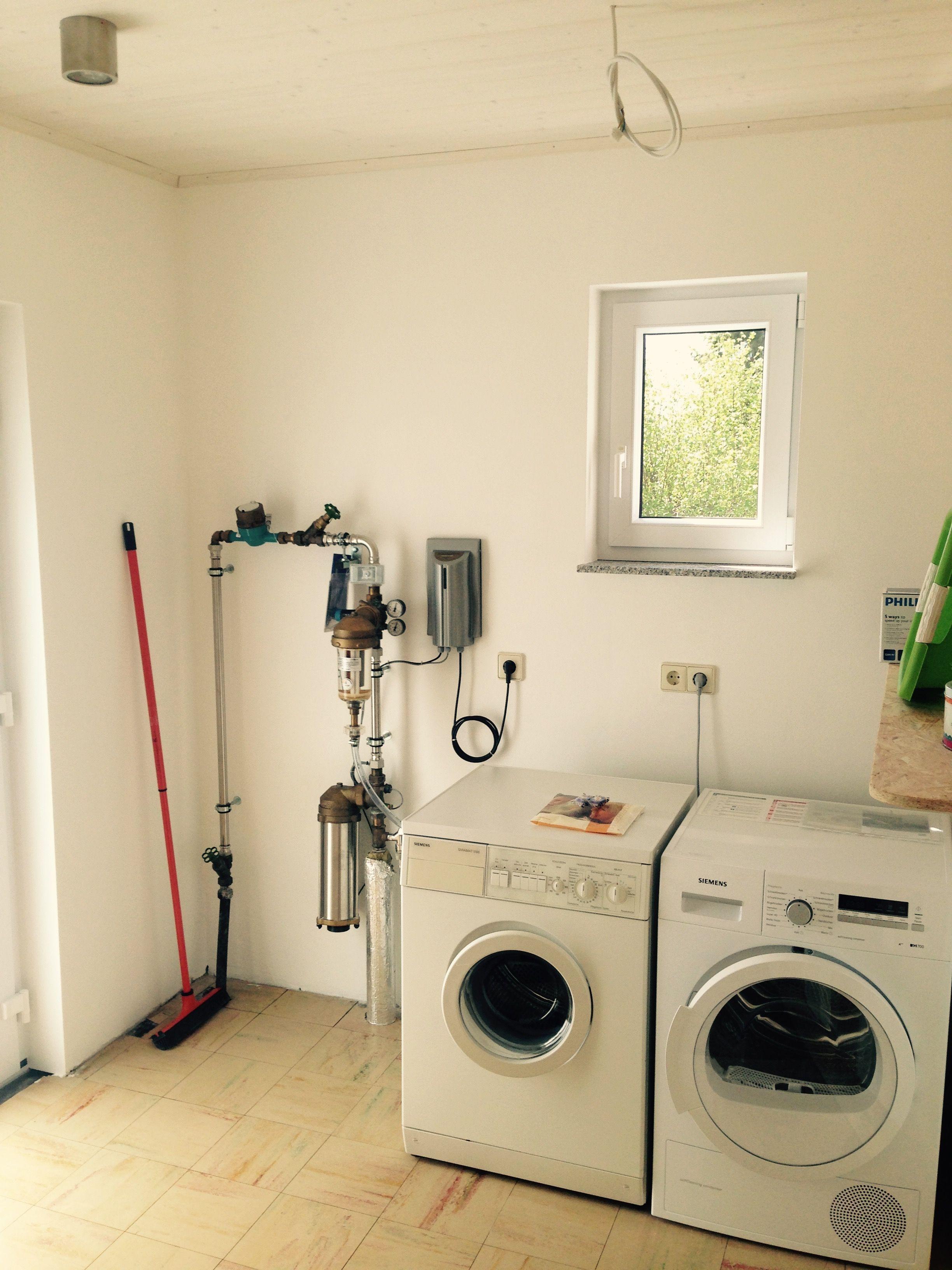 Abstellraum:Waschmaschine, Wäschetrockner + Entkalkungsanlage