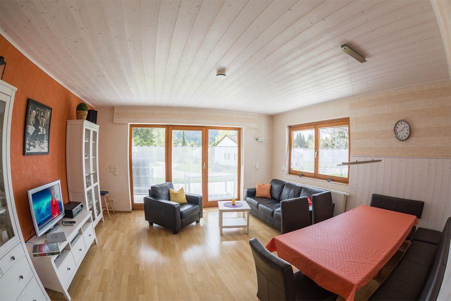 Wohn-Esszimmer:Essecke mit Sitzbank für 8 Personen
