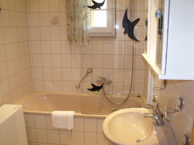 Badezimmer:Badewanne inkl. Dusche
