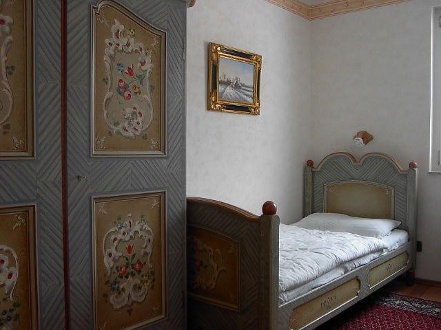 Gästezimmer :Gästezimmer / König Ludwig Stil mit 2 Betten