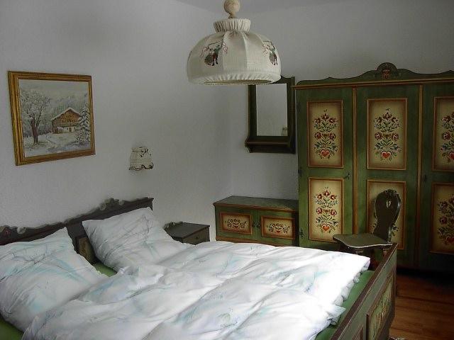 Elternschlafzimmer:Elternschlafzimmer mit Doppelbett