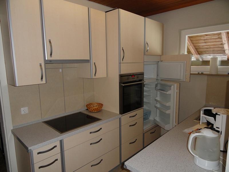 Küche:Moderne Küche mit Ceranfeld, Einbaugeräten u.a.