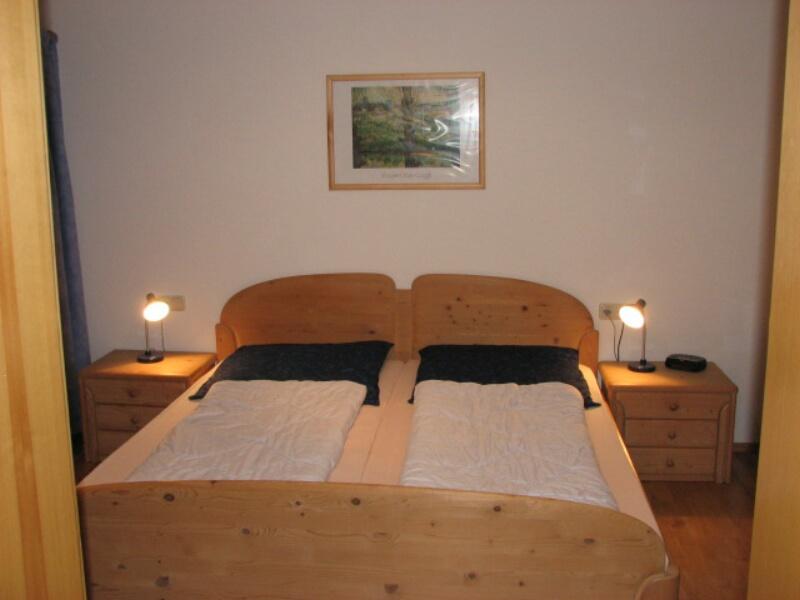 Schlafzimmer UG:im Untergeschoß mit neuem Parkettboden, Bad mit WC