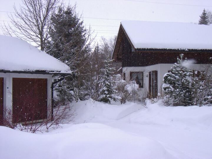Terrasse:Winter, Blick auf Terrasse, Garage