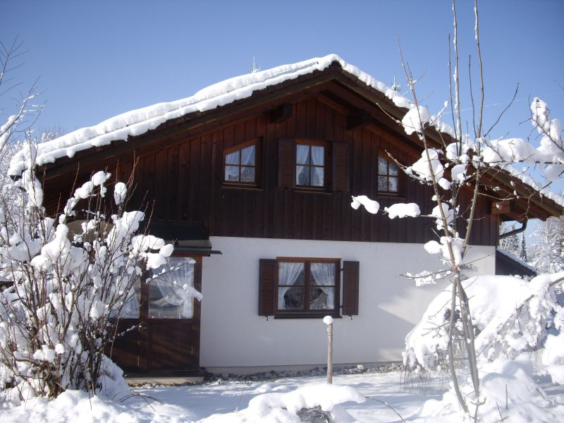 Winter:viel Schnee vor der Essecke