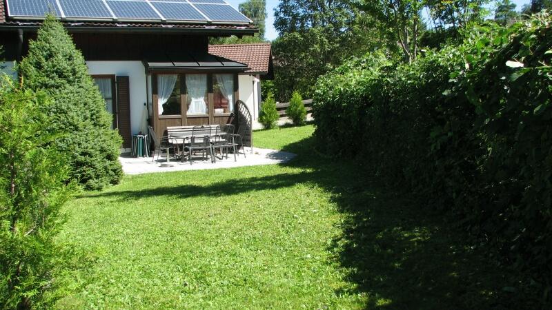 Terrasse:lädt zum Relaxen ein und natürlich auch zum Grillen und spielen