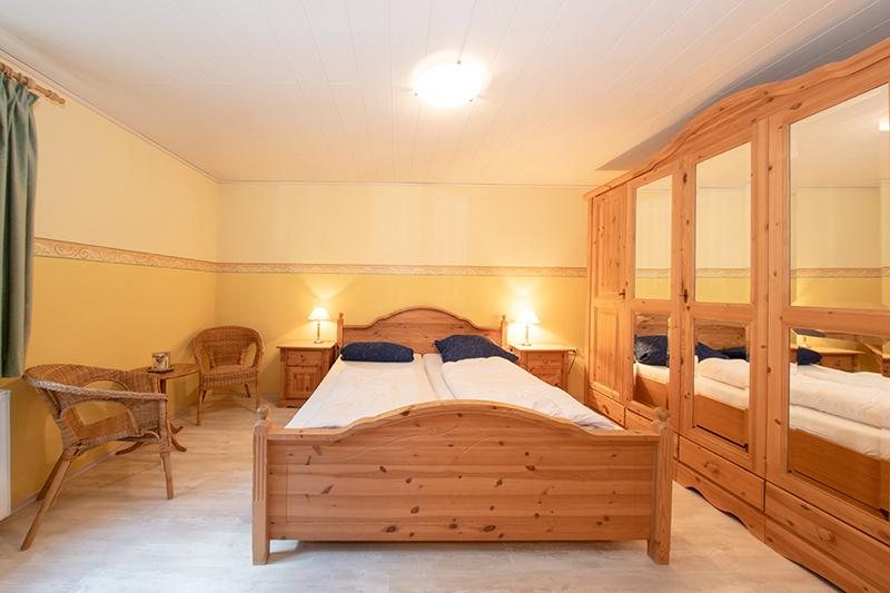 Schlafzimmer UG:Schlafzimmer mit kleinem Sitzplatz