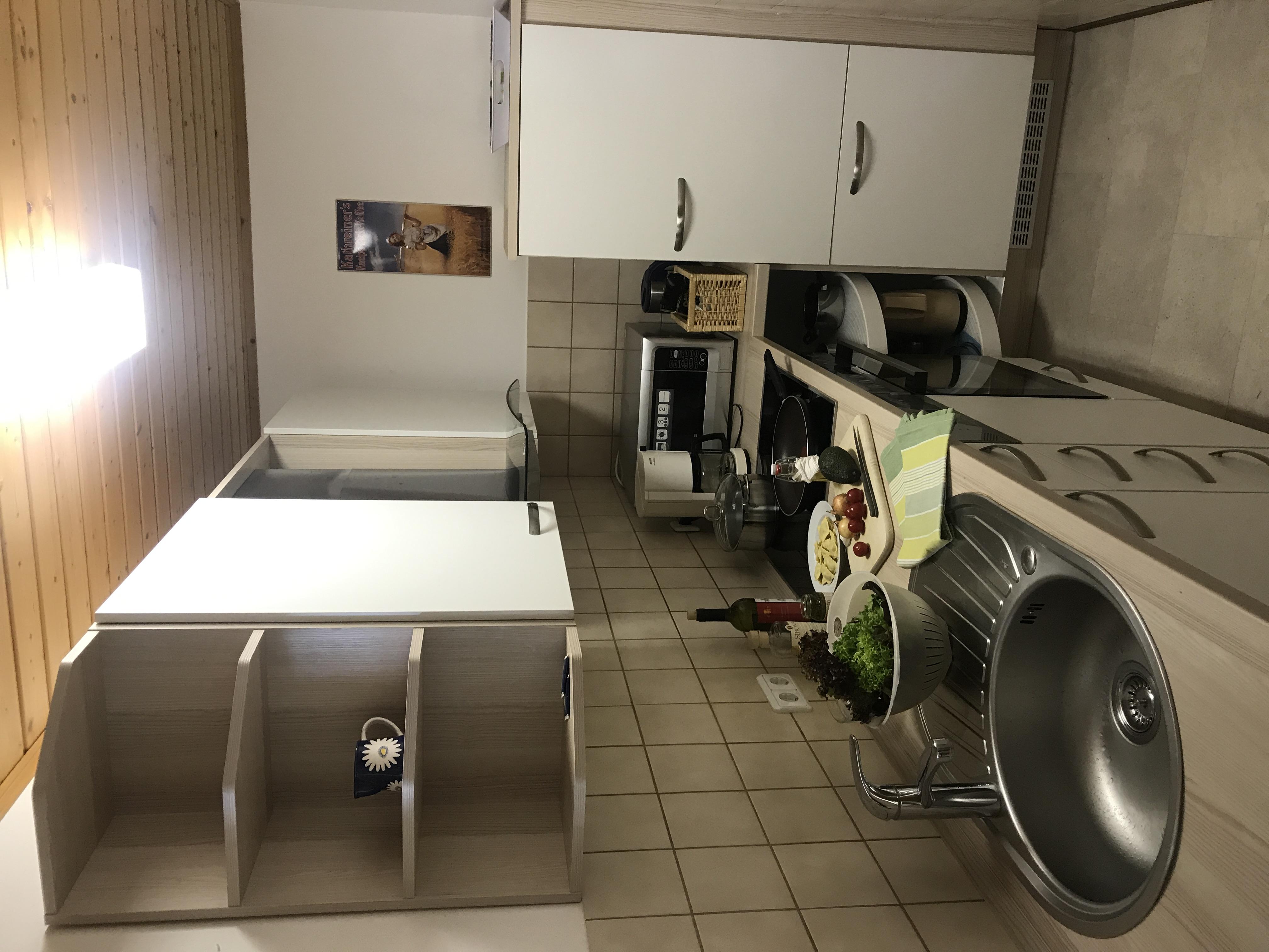 Küche:Die Küche ist komplett eingerichtet inkl. WaschmaschineKüche