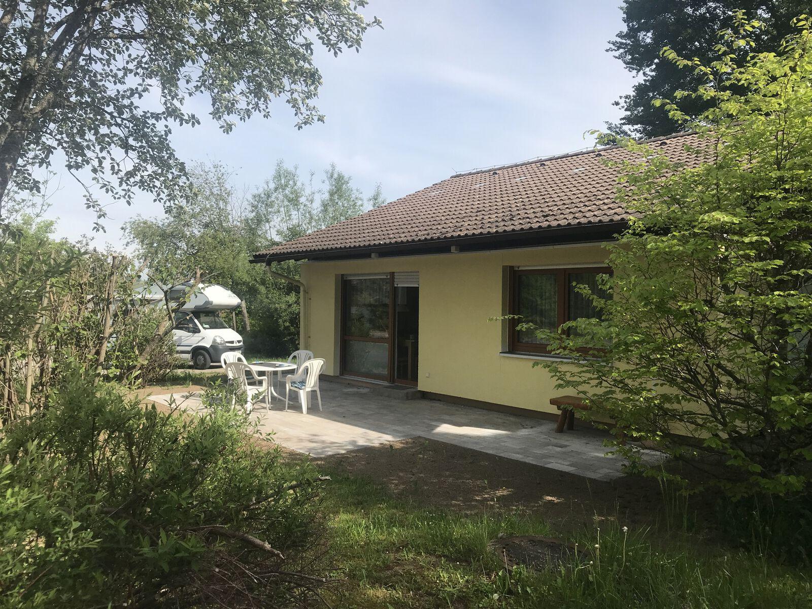 Hausansicht:Ferienhaus mit Sonnenterasse