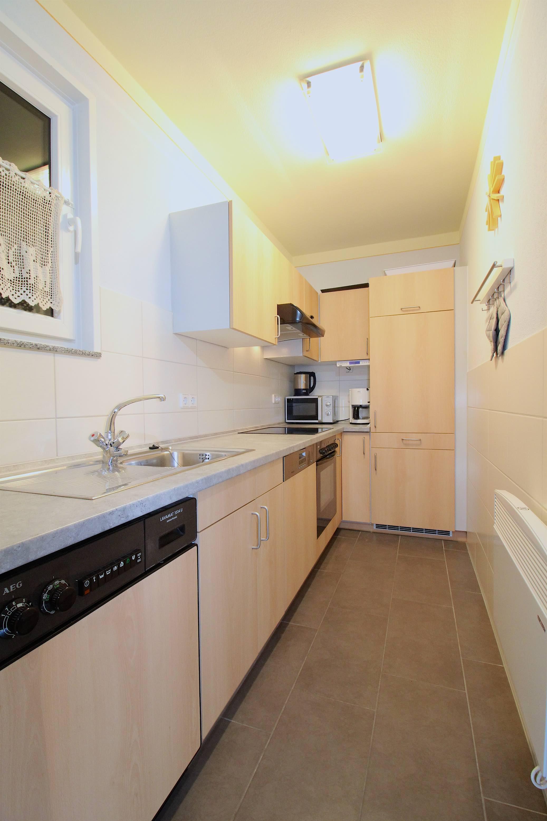 Küche:Hochwertige Küche mit Spülmaschine, Waschmaschine, Cerankochfeld und Umluft Herd.