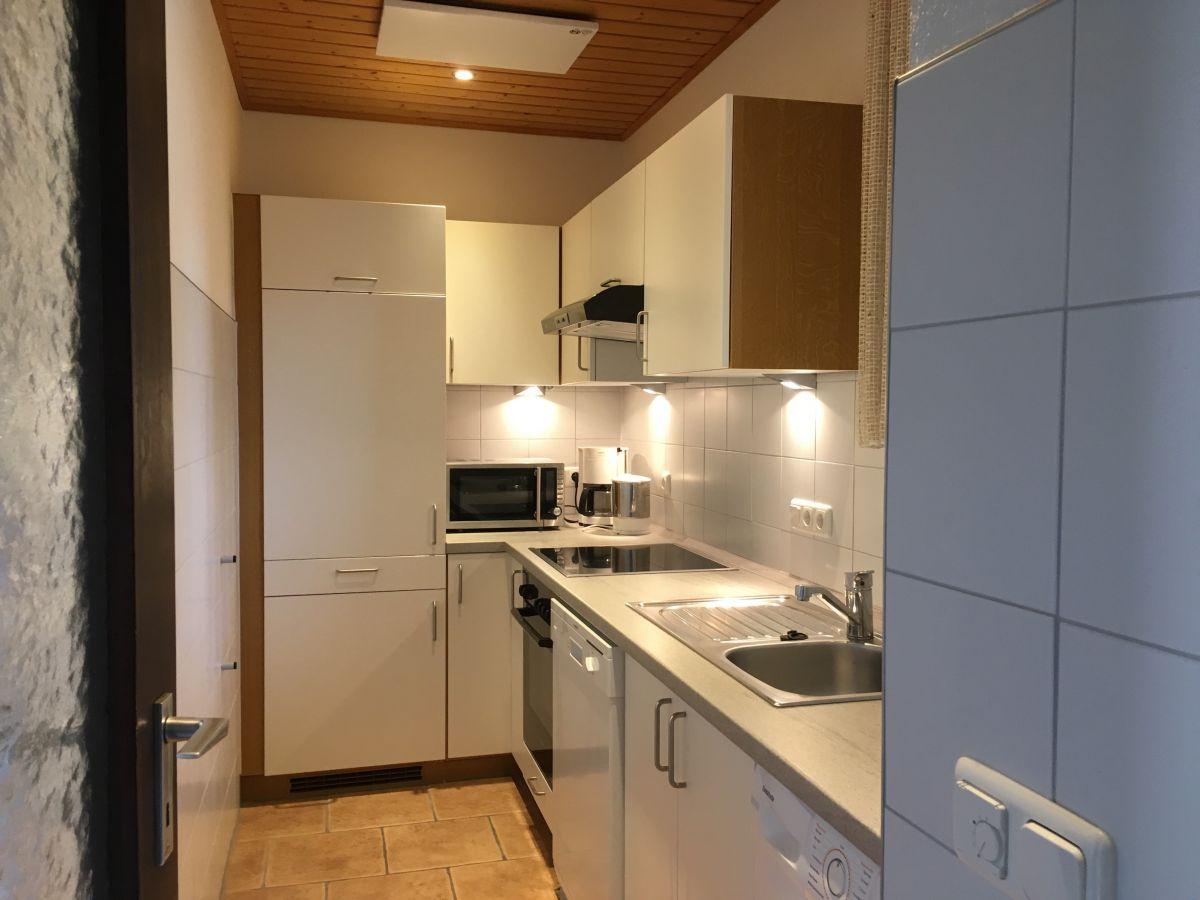 Küche mit Waschmaschine: