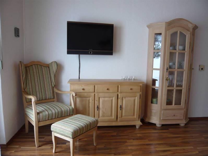 Wohnzimmer:Radio und Kabelfernsehen mit 41 Kanälen sowie ein DVD Spieler bieten Unterhaltung.